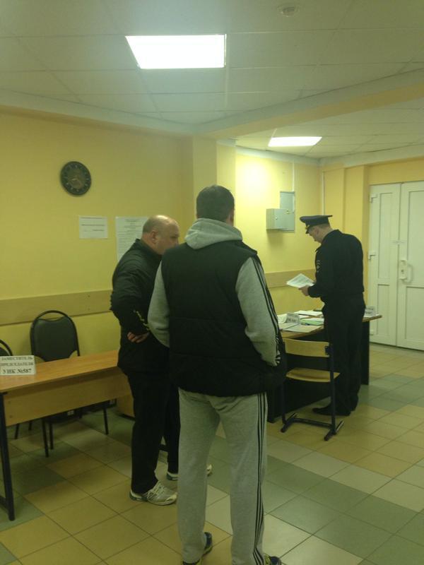 Неизвестные наблюдатели принимают активное участие в работе комиссии (фото Светланы Бурдиной)