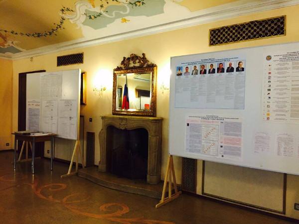 Помещение для голосования, информационный стенд